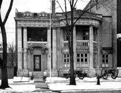 An old black and white photograph of the Royal Canadian Military Institute building at 426 University Avenue in 1935.